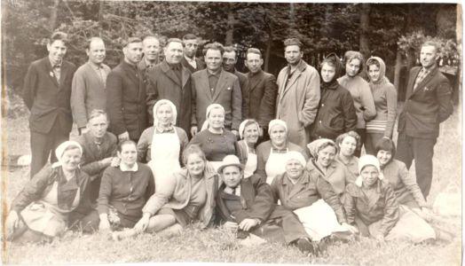Группа педагогов – воспитателей пионерского лагеря